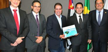 Prefeito Jonas Donizette recebe o Estudo da FIESP 10ª Construbusiness